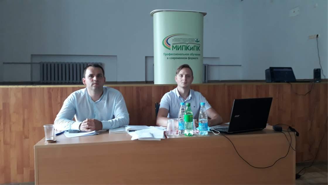 Е. И. Сенкевич (слева) и В. С. Сороговец (справа)